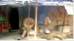 আধুনিকতার ছোয়ায় হারিয়ে যাচ্ছে গ্রাম বাংলার ঐতিহ্য মাটির বাড়ী