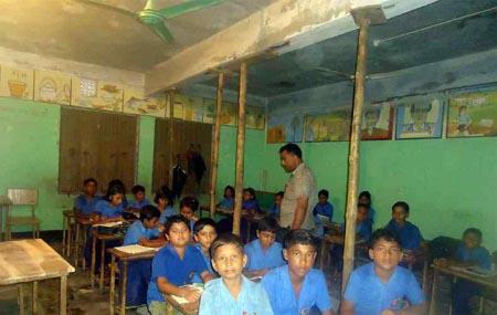 চাপালী সরকারি প্রাথমিক বিদ্যালয় ভবনটি চরম ঝুঁকিপূর্ণ