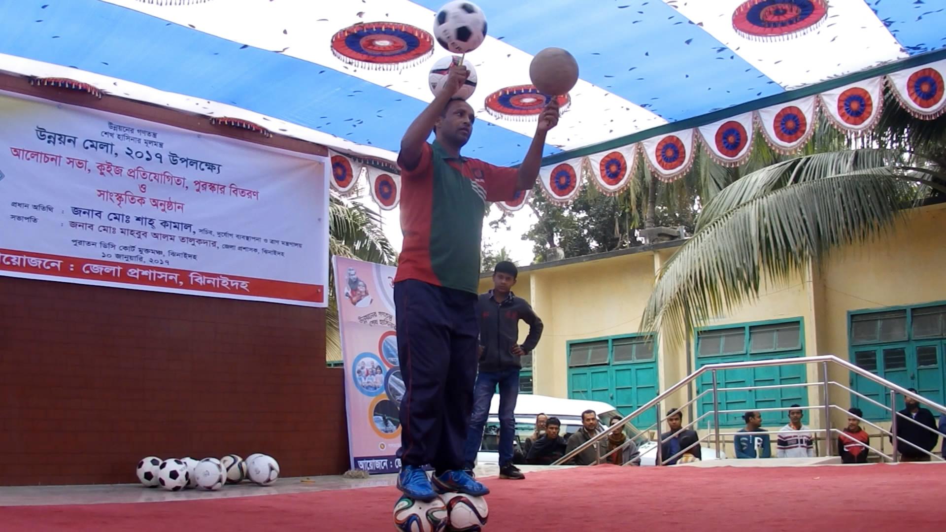 ফুটবল জাদুকর আব্দুল হালিমের নৈপুণ্য প্রদর্শনী