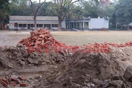 কালীগঞ্জে সরকারি স্কুলের জায়গায় এলজিইডির সড়ক নির্মাণ