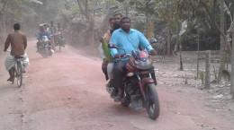 ঝিনাইদহ শৈলকুপা-গোয়ালপাড়া সড়কে পিচঢালা রাস্তার চেহারা লাল