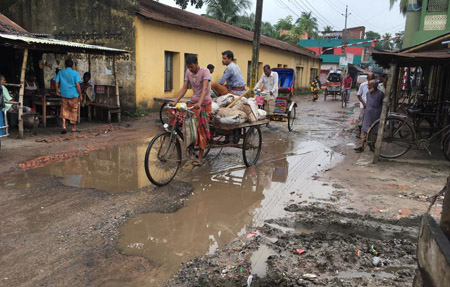ঝিনাইদহের কালীগঞ্জে হাসপাতাল সড়কটি বেহাল দশা