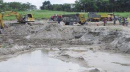 গড়াই নদীতে অবৈধ বালু উত্তোলন, হুমকির মুখে ৩ গ্রাম